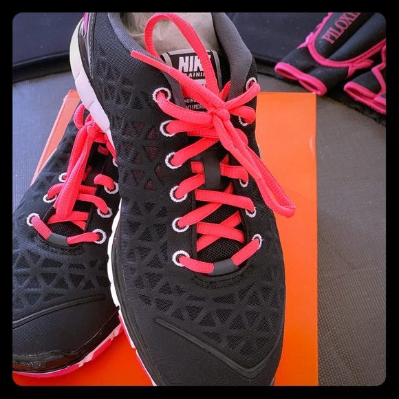 WMNS NIKE FREE TR FIT 2 53bbe34557